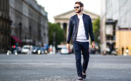 Gli uomini e lo stile dei pantaloni chino